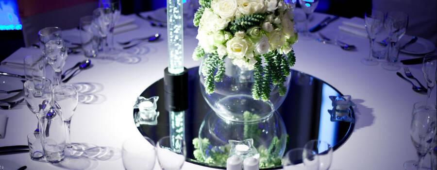 Propozycja dekoracji i ustawienia stołów weselnych.