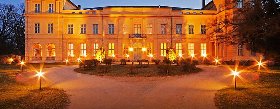 Schloss Ziethen Außenansicht bei Nacht
