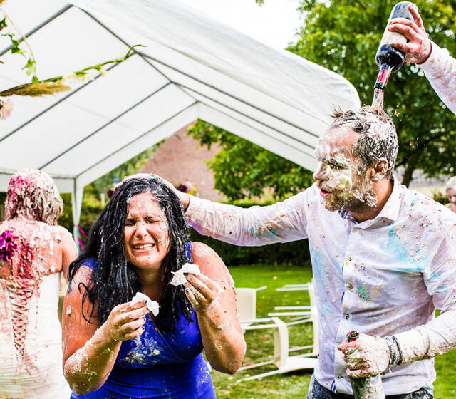 Trash the Dress Food Fight Bruidsfotografie