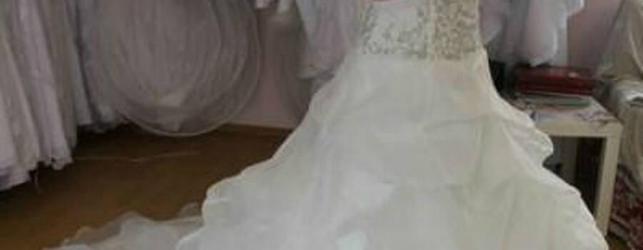 Beispiel: Brautkleid, Foto: Ludmilas Brautmode.