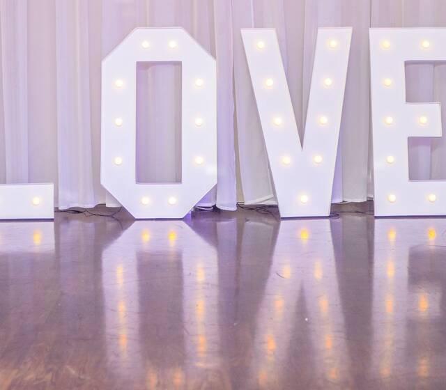 Świecący napis LOVE