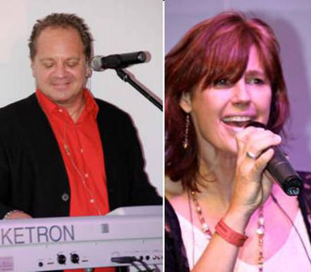 Beispiel: Matthias und Bine mit Keyboard und Gesang, Foto: Die Band Party-Time.