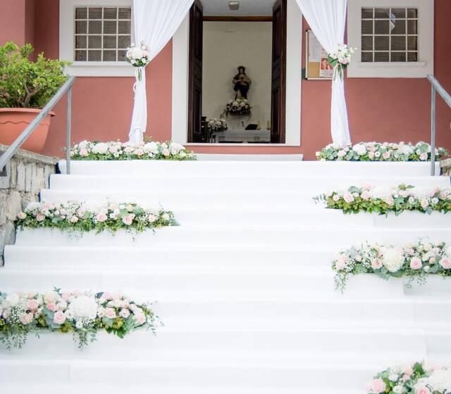 Arco floreale cerimonia romantica