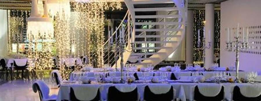 Beispiel: Vermietung von Möbeln und Tischdekoration zum Hochzeit, Foto: Mietidee.