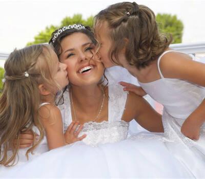 Beispiel: Glückliche Braut, Foto: 123 Braut & Bräutigam.