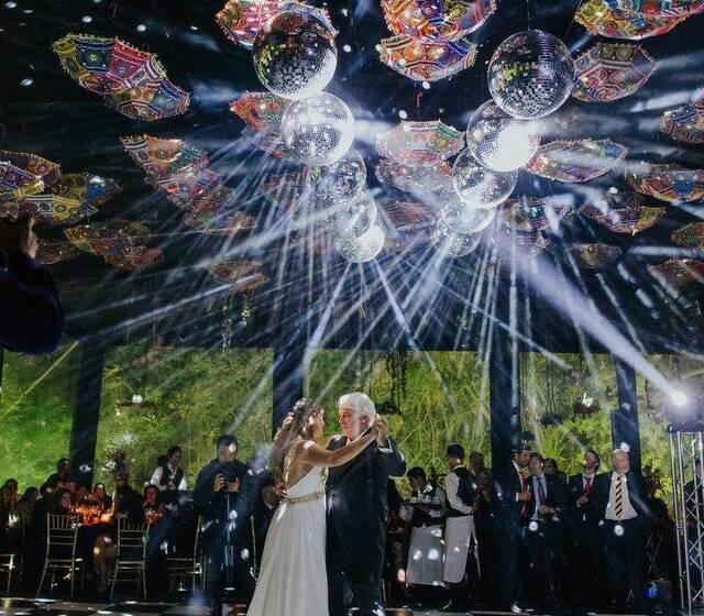 Cielos de bolas espejos para matrimonios