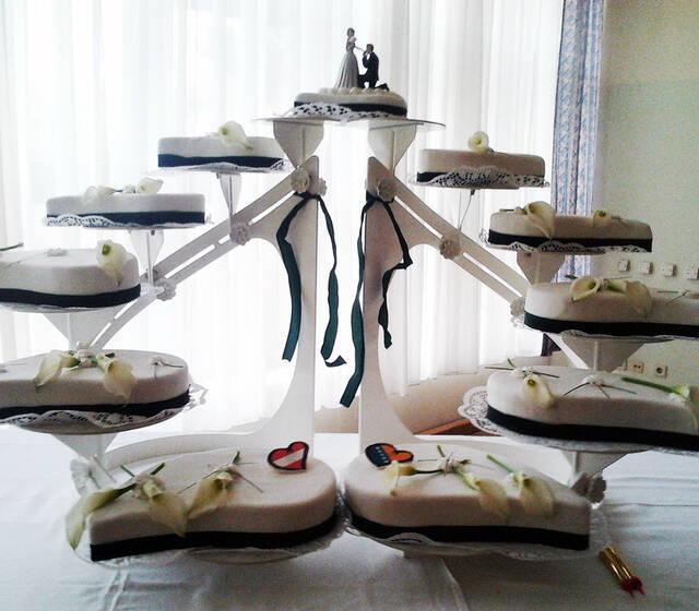Beispiel: Besondere Hochzeitstorten, Foto: Konditorei Stadtlehner.