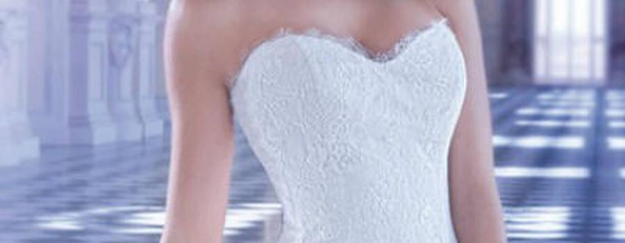 Beispiel: Brautkleid, Foto: MARIAGE Braut & Bräutigam.