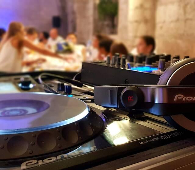INSIDE Mariage : Votre DJ s'occupe de votre soirée