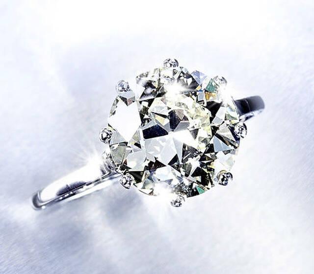 Beispiel: Diamantschmuck, Foto: Régine Giroud Juwelen.