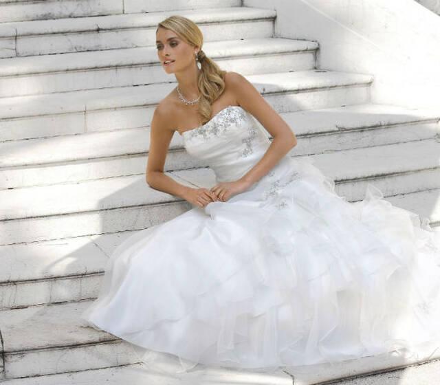 Beispiel: Brautkleid von Ladybird, Foto: Hochzeitwelt.