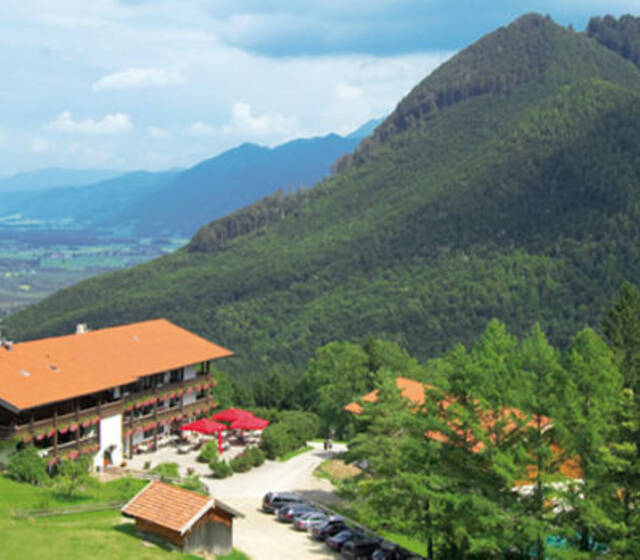 Beispiel: Hotel von oben, Foto: Flair Hotel Berggasthof Adersberg.