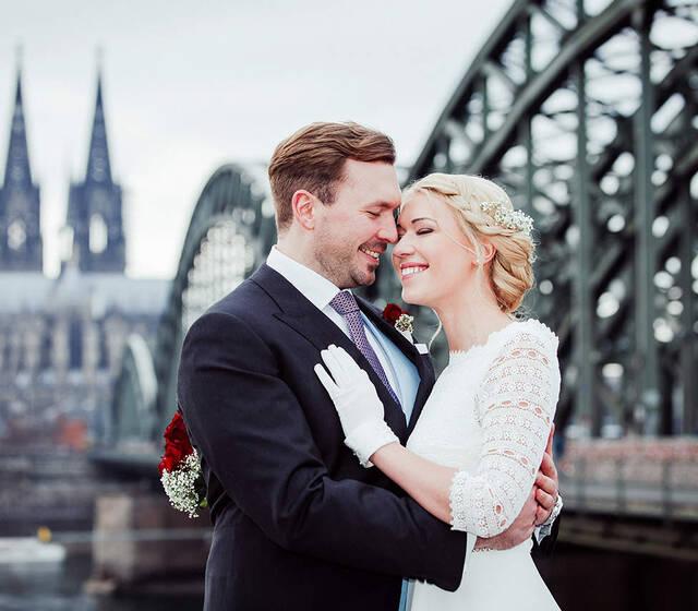 Brautpaarfotoshooting Kölner Dom - Hochzeitsreportage & Hochzeitsfotografie Dorina Köbele-Milas
