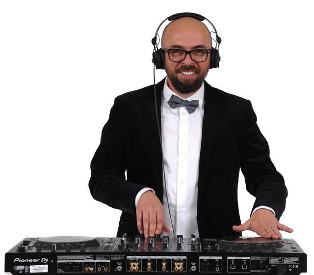 DJ To Moove