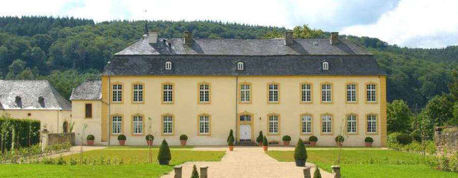Beispiel: Schloss Vorderseite, Foto: Schloss Niederweis.