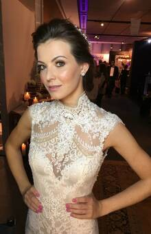 Marcella Baldoni trabalha com visagismo e acredita que a pele da noiva deve ter viço e luminosidade na medida certa.
