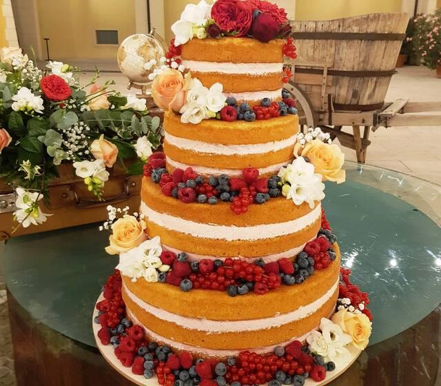 Naked Cake con decorazione fiori