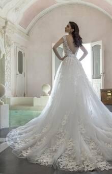 Tradizione unita alla sensualità racchiusa in un abito da sposa unico