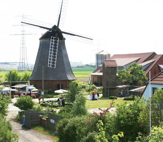 Beispiel: Außenansicht, Beispiel: Küstenmühle Rostock.