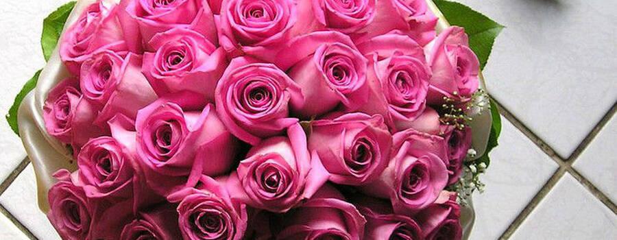 Beispiel: Pinker Brautstrauß, Foto: Florist Atelier Klotz.