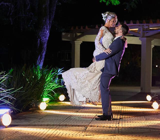 Fotógrafo de casamento ensaio de Casal Recem casados na SERGS - Sociedade de Engenharia do Rio Grande do Sul