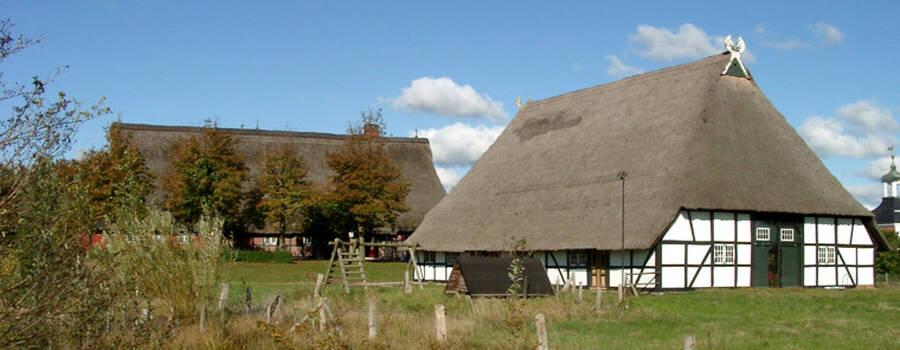 Beispiel: Drathenhof und Räucherkate, Foto: Drathenhof.