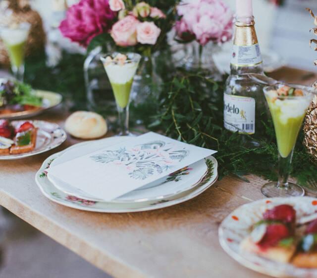 """Colección """"Tropical"""" de nuestra tienda online. Invitaciones de boda con pelícanos y vegetación tropical para una boda única!."""