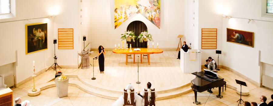 Cara  Ciutan: Zeremonie in der Kirche
