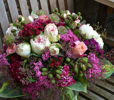 Beispiel: Blumenschmuck, Meike Treiber Blumen und Dekoration.