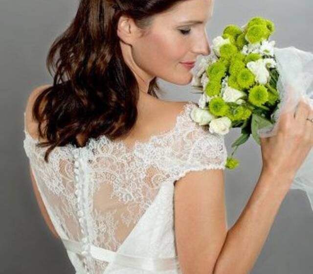 Beispiel: Brautmode, Foto: Alla Andersen.