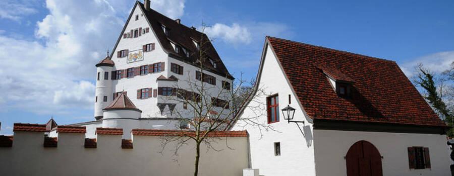 Beispiel: Schloss Leipheim, Foto: Zehntstadel.