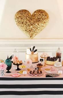 Наши подставки для карточек на шикарном сладком столе в честь для рождения