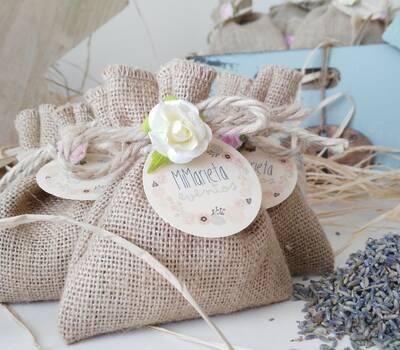 Saco de Yute relleno de flores aromáticas de lavanda. Ideal como ambientador de armarios.