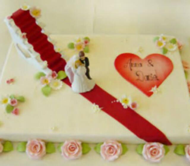 Beispiel: Hochzeitstorte, Foto: Kleiner Bäckerei.