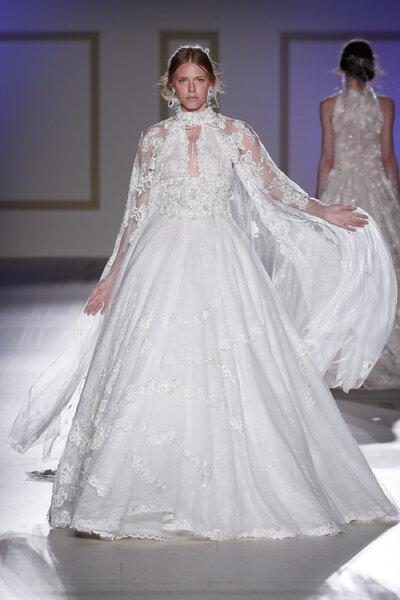 Vestidos de novia con cuello cisne: ideales y llenos de romanticismo