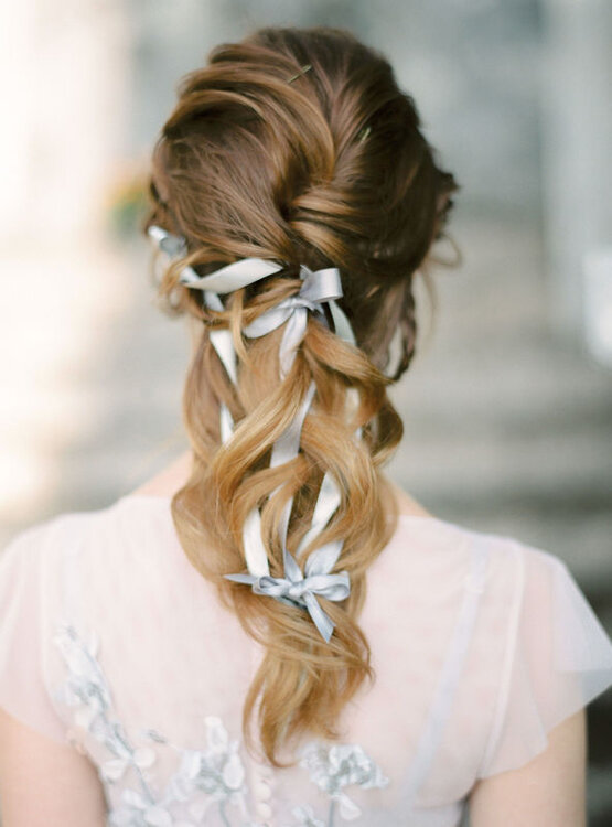 Fryzura ślubna Z Rozpuszczonych Włosów Naturalne I Zawsze Bardzo Modne