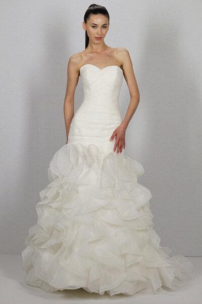 Suknia ślubna z kolekcji autorstwa Dennis'a Basso 2013