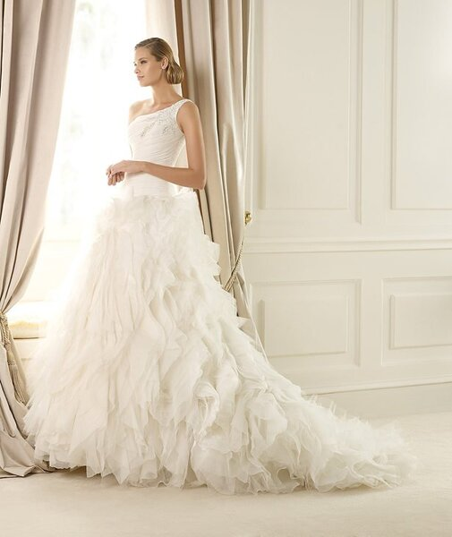 Suknia ślubna z kolekcji Glamour od Pronovias 2013, model: dora