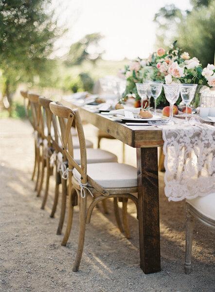 romantische stuhl dekoration f r die hochzeit. Black Bedroom Furniture Sets. Home Design Ideas