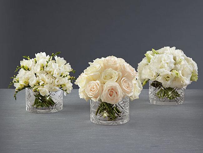 Encantadora colecci n de arreglos florales para boda de for Arreglo de mesa para boda en jardin