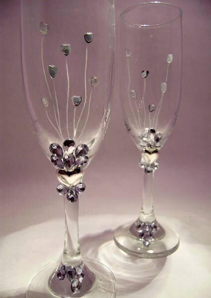 Taças decoradas para o momento do brinde. Foto: Arte Copas y Vidrios Grabados