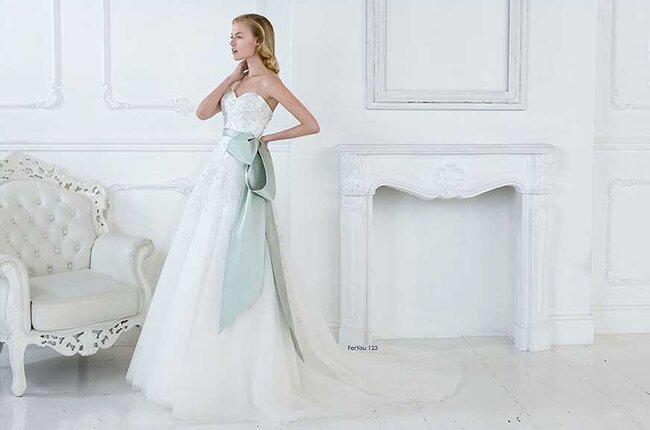 Brautkleid mit Raffinesse: 2015 sind Gürtel und Taillenbänder im Trend!
