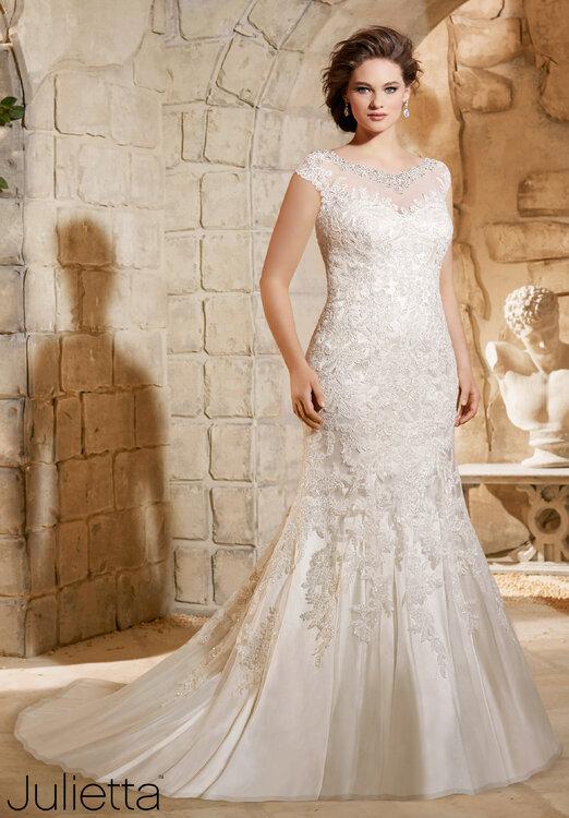 Vestidos de novia tallas grandes 2016: luce tus curvas con mucho estilo