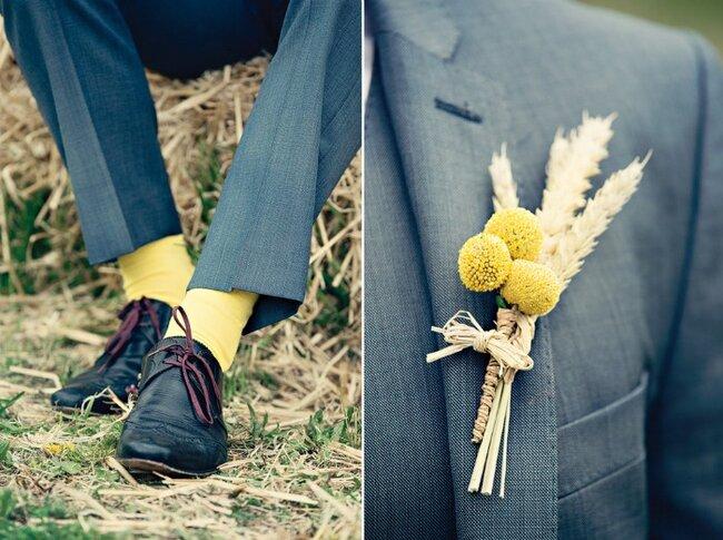 Bräutigam mit passenden Accessoires in Gelb. Foto: Dottie Photography