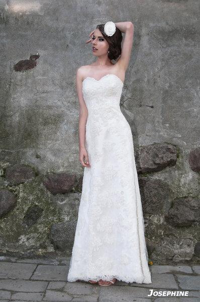 Suknia ślubna Jospehinenet  z kolekcji Royal Splendor 2013