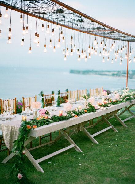 30 hermosos montajes de boda para una recepci n al aire for Peces para estanques al aire libre