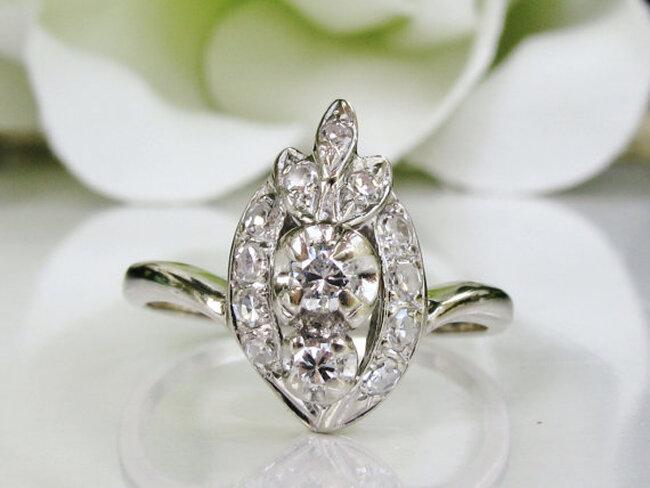 Anillo de compromiso vintage con oro blanco y diamantes - LadyRoseVintageJewel en Etsy