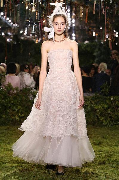 Los impresionantes 22 vestidos de novias de la alta costura de París ...
