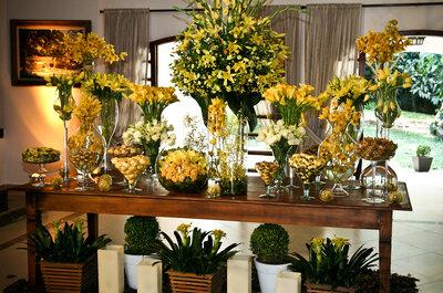 A beleza das flores nas mesas do seu casamento