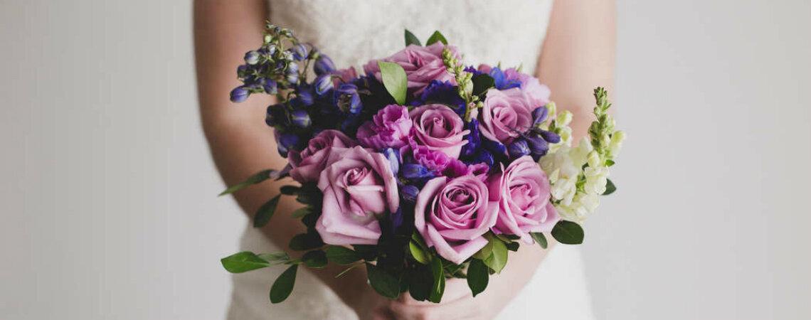 ¿Cómo combinar tu vestido de novia con el ramo de flores en cinco pasos?